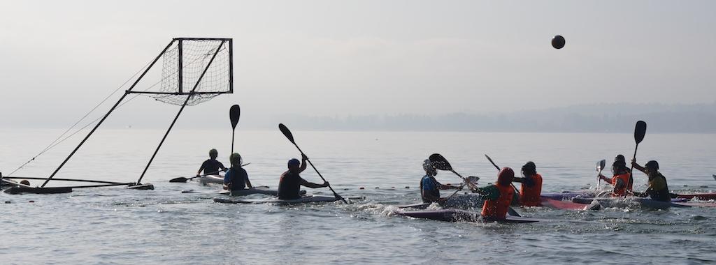 Wir veranstalten Kurse, Trainingslager und Turniere auf klaren Seen...